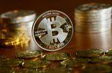 Tin tức - Giá bitcoin hôm nay 15/2: Hồi phục thêm 700USD, trở lại ngưỡng 9.000 USD