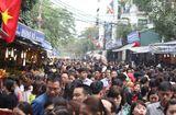Tin tức - Hàng vạn người chen chân dâng hương tại Phủ Tây Hồ