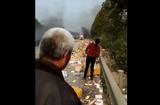 Tin tức - Xe chở lô iPhone phát nổ, máy văng la liệt khắp mặt đường