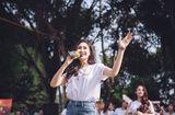 Tin tức - Nữ sinh trường nhạc thả dáng, khoe giọng giữa phố hút bao ánh nhìn