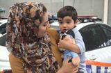 Tin tức - Bé trai 18 tháng tuổi bất lực cầu cứu mẹ qua ánh mắt vì hóc quả nho