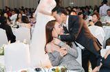 Tin tức - Cường Đô la tình tứ hôn Đàm Thu Trang trong tiệc cưới Diệp Lâm Anh