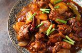 Tin tức - Gà rim khoai tây thơm ngậy cho bữa trưa mát trời