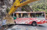 Tin trong nước - Tài xế kể lại giây phút lật xe khách trên đèo Khánh Lê