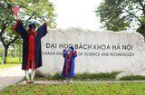 Tin tức - Nữ sinh Bách Khoa đưa con 3 tuổi đi nhận bằng tốt nghiệp và