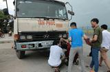 Tin tức - Phơi lúa trên quốc lộ 1A, người phụ nữ bị xe tải tông tử vong