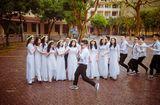 Tin tức - Những khoảnh khắc ấn tượng trong lễ bế giảng của các sĩ tử lớp 12 trước khi vượt vũ môn