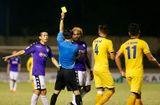 Tin tức - Chân sút chủ lực của Hà Nội FC - Oseni lĩnh án phạt vì đánh nguội cầu thủ SLNA