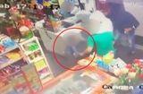 Cộng đồng mạng - Video: Con trai 6 tuổi xông vào cứu bố trước họng súng của bọn cướp