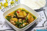 Tin tức - Hướng dẫn cách làm gà nấu mẻ cho bữa trưa ngon không cưỡng nổi