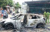 Tin tức - Thanh Hóa: Xế hộp bị thiêu rụi do lùi xe vào đống rác đang cháy
