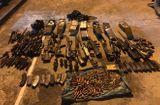 Tin tức - Phát hiện kho vũ khí số lượng lớn tại hang ổ của trùm ma túy ở Lóng Luông