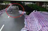 Tin tức - Video: Sạt lở đường kinh hoàng như ngày tận thế ở Trung Quốc
