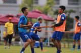 Tin tức - Hà Đức Chinh mặc áo mưa tập luyện vì tăng cân sau thành công của U23 Việt Nam
