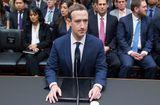 """Tin tức - Mark Zuckerberg đứng trước nguy cơ """"hạ bệ"""" sau khi Facebook bị """"thổi bay"""" hơn 16 tỷ USD"""