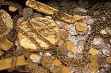 Tin tức - Video: Thợ mỏ phát hiện kho vàng trị giá 15 triệu USD