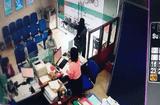 Tin tức - Video: Đối tượng cướp ngân hàng ở Tiền Giang rồi tẩu thoát chỉ trong 2 phút