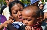 Tin thế giới - Cậu bé 5 tuổi sống sót thần kỳ sau 7 ngày mất tích trong thảm họa kép ở Indonesia