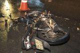 """Tin tức - Tin tức tai nạn giao thông mới nhất ngày 21/10/2018: Xe máy """"bể vụn"""", xe cứu thương tan nát vì tai nạn liên hoàn"""