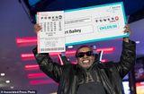 Tin thế giới - Người đàn ông trúng độc đắc gần 345 triệu USD nhờ đánh cược một dãy số suốt 25 năm