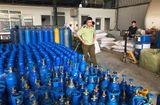 Thị trường - Hà Nội: Kịp thời ngăn chặn hơn 6 tạ bóng cười và bình khí trái phép tuồn ra thị trường