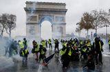 Tin thế giới - Pháp chính thức hủy tăng thuế nhiên liệu sau cuộc biểu tình lớn nhất trong vòng 50 năm