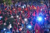 """Tin tức - Hình ảnh người dân cả nước đi """"bão"""" trắng đêm ăn mừng chiến thắng"""