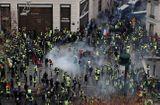 """Tin thế giới - 8.000 cảnh sát Pháp xuống đường trấn áp đội quân """"áo vàng"""" biểu tình tại Paris"""
