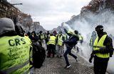 Tin thế giới - Cận cảnh cuộc đụng độ giữa hàng ngàn người biểu tình với cảnh sát Paris