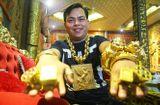 Tin tức - Video: Cận cảnh cơ ngơi lộng lẫy của đại gia đeo 13kg vàng đi cổ vũ tuyển Việt Nam