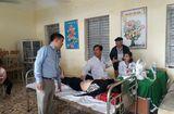 Y tế sức khỏe - Đoàn bác sĩ khám, phát thuốc cho bà con nghèo tại Thanh Hóa