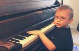 Cộng đồng mạng - 11 tháng tuổi, cậu bé mù đã biết tự đánh piano, 6 tuổi trình diễn trước công chúng