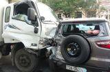 Tin trong nước - Xe tải tông thẳng vào đoàn xe dừng đèn đỏ, hất văng nhiều ô tô, xe máy
