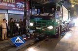 Tin trong nước - Hà Nội: Xe chở rác đâm người dừng đèn đỏ gãy nát chân