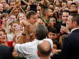 Video-Hot - Tổng thống Mỹ Barack Obama trổ tài dỗ trẻ tại Nhật Bản