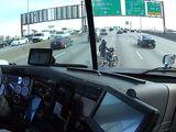 Video-Hot - Bất ngờ trước hành động của tài xế xe tải khi bị môtô cản đường