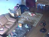 Video-Hot - Trộm ngang nhiên vào chung cư khoắng đồ