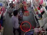 Video-Hot - Cặp vợ chồng dùng con nhỏ dàn cảnh trộm cắp