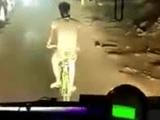 """Video-Hot - """"Quái xế"""" ngổ ngáo đánh võng trước đầu xe buýt"""