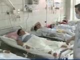"""Video-Hot - Kinh hãi chứng kiến cảnh """"ma men"""" co giật nôn ra máu ngay trong bệnh viện"""