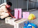 Video-Hot -  Bắt giữ 3.000 bao thuốc lá lậu dưới gầm xe khách