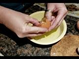 Video-Hot - Đập trứng, sửng sốt phát hiện quả trứng khác bên trong