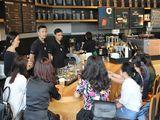 Trải nghiệm cà phê phong cách mới tại cửa hàng Starbucks Somerset