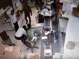 Dùng súng cướp tiền tỉ ở ngân hàng: Nghi phạm theo dõi ngân hàng thời gian dài?