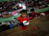 Núi lửa sắp phun trào ở Indonesia, gần 50.000 người phải di tản