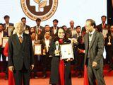 """Trung tâm thừa kế & ứng dụng Đông Y Việt Nam vinh dự đạt danh hiệu """"Cup vàng sản phẩm, thương hiệu chất lượng cao năm 2017"""""""