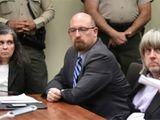 Cặp vợ chồng Mỹ đối mặt 94 năm tù do xiềng xích, bỏ đói 13 con ruột