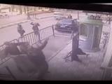 Cộng đồng mạng - Cảnh sát đỡ thành công em bé rơi từ tầng 3