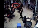 Hà Nội: Điều tra nghi án nổ súng tại quán cắt tóc, 1 người bị thương