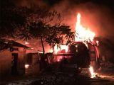 Hà Nội: Xưởng gỗ hàng trăm m2 cháy dữ dội